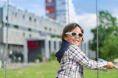 6f95b4c8f13b2a Met deze elektronische bril hoeven kinderen met een lui oog hun goede oog  nooit meer af te plakken.